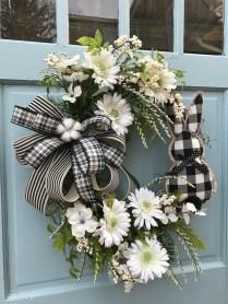 Amazing Winter Wreath Décor Ideas That Suitable For Door 14