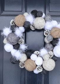 Amazing Winter Wreath Décor Ideas That Suitable For Door 21