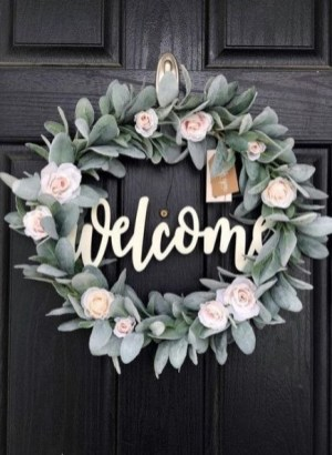 Amazing Winter Wreath Décor Ideas That Suitable For Door 25