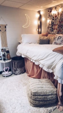 Cozy Dorm Room Design Ideas That Looks More Awesome 18