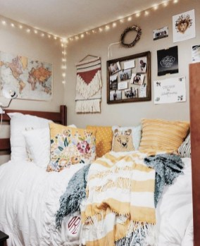 Cozy Dorm Room Design Ideas That Looks More Awesome 26