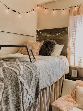 Cozy Dorm Room Design Ideas That Looks More Awesome 34