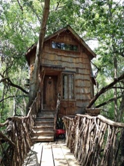 Sparkling Treehouse Design Ideas With Recycled Materials That You Should Have 19