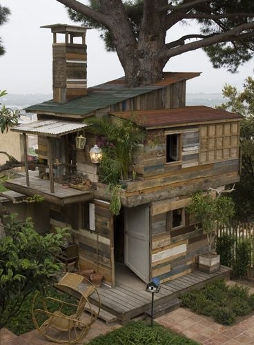 Sparkling Treehouse Design Ideas With Recycled Materials That You Should Have 38