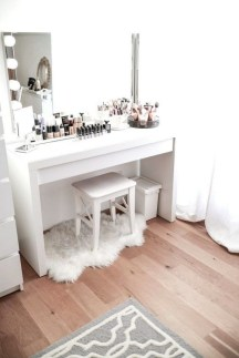 Affordable Home Decoration Ideas With Makeup Vanity That Can Inspire You 21