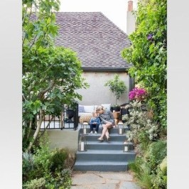 Amazing Classical Terrace Design Ideas To Try This Spring 05