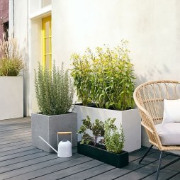 Amazing Classical Terrace Design Ideas To Try This Spring 13