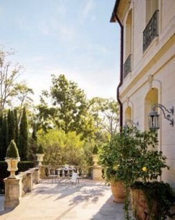 Amazing Classical Terrace Design Ideas To Try This Spring 37