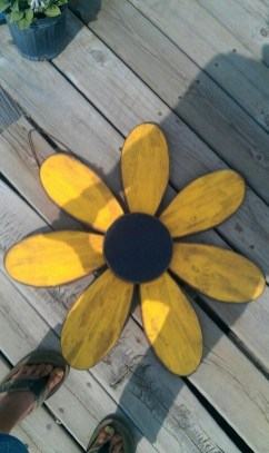 Cool Wood Sunflower Wall Decor Ideas That You Need To Try 25