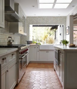 Lovely Floor Kitchen Tile Design Ideas That Make You Amazed 39
