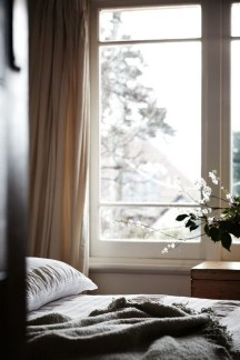 Stunning Bedroom Decoration Ideas With Flower Curtain To Try Right Now 20
