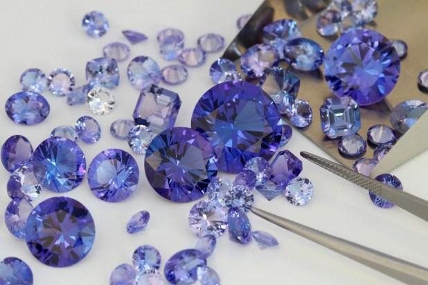 Камень Танзанит – готовые ювелирные изделия и россыпь