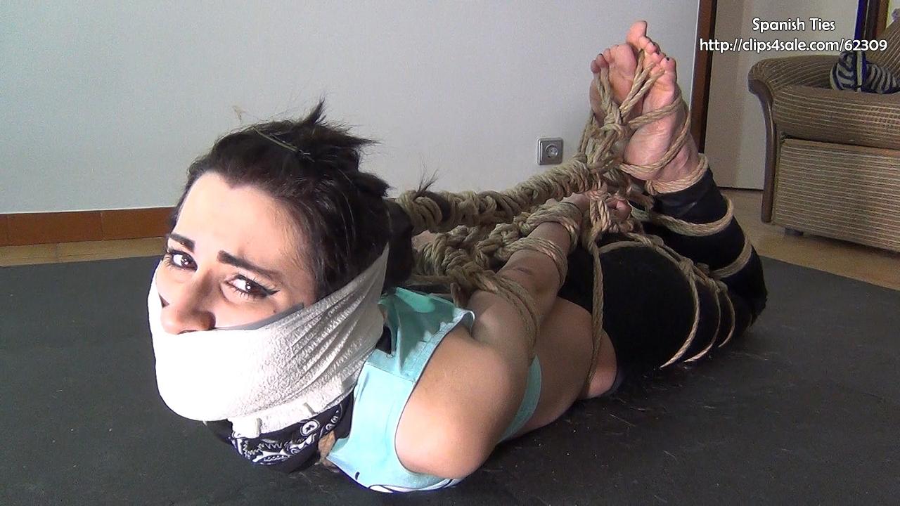 Spanish girl Liricaa handgags other girl