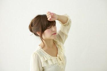 フリー写真 疲れてめまいを起こす日本人女性