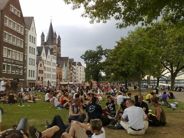 So 05.07.2009 16:58 Abhängen am Rheinufer