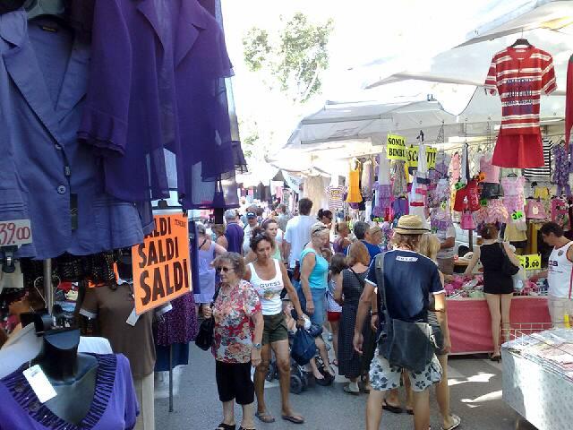 Italien Urlaub Wochenmarkt in Riccione Adria  Kln