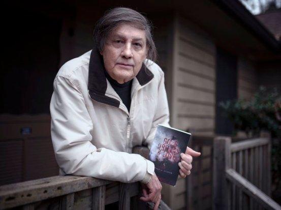 """Ο αείμνηστος αρραβωνιαστικός του συγγραφέα του Gainesville ζει στη συνέχεια του, """"Gods, Dreams & Love"""""""