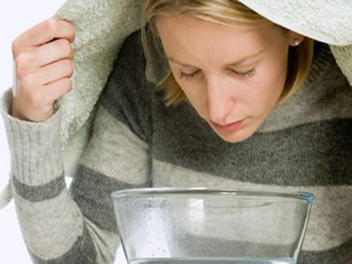 Лечить тонзиллит прополисом. Как смазывать миндалины прополисом. Противопоказания к применению