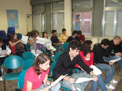 Gli studenti in aula magna durante una lezione teorica
