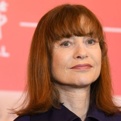 photos isabelle huppert arbore une