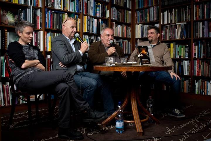 Balról jobbra: Barna Otília, Ondřej Neff, Svoboda Róbert és Németh Attila az októberi könyvbemutatón.