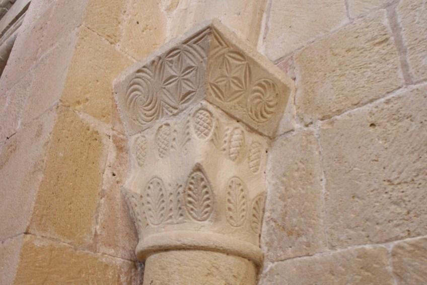 Capitel románico en Sepúlveda (Segovia).