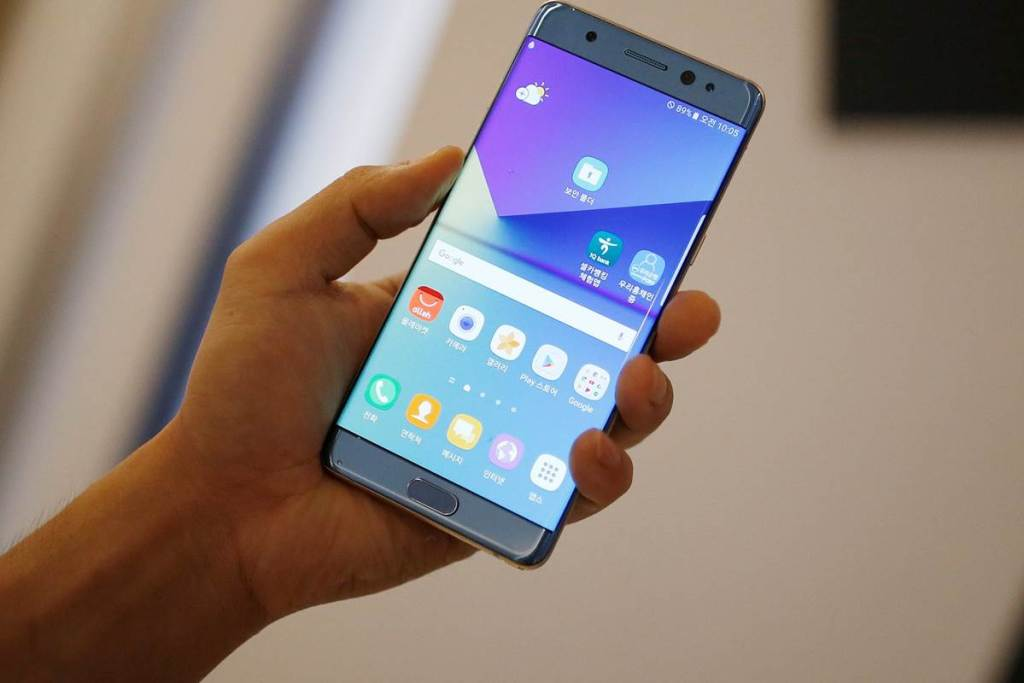 Latest Samsung Galaxy Note Review - Razor Sharp Display and Stunning Cameras, but has a Very High Price Tag