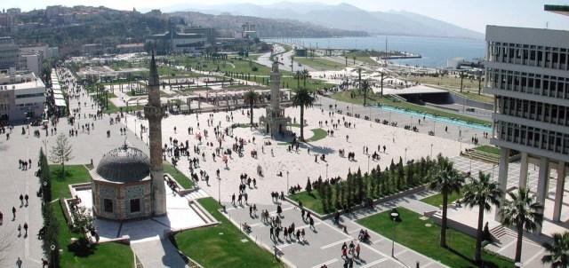 İzmir Konak Meydanı Gezi Rehberi