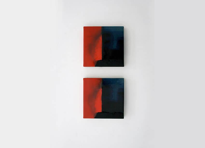 Cuadros iguales, 2016. Serie de 2 unidades. Técnica mixta sobre loneta montada en DM macizo.18 x 18 x 3 cm
