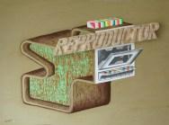 Cisco Jiménez, Reproductor, 2016, acrílico sobre madera y madera tallada, 54.5 x 72 cm