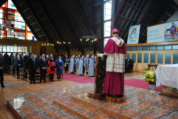 Resultado de imagen de gente en las iglesias católica en las seychelles