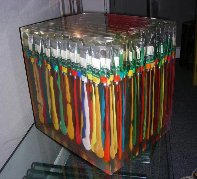 Tubes de peinture en inclusion de rsine dans lesprit dArman France vers 1960