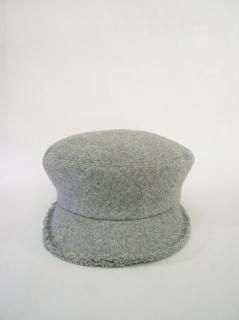 「平岡あゆみの帽子とバッグ」