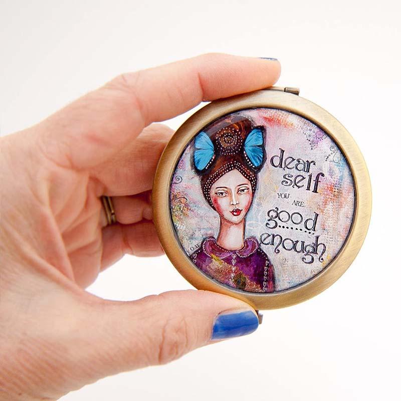 galerijakreativnih.si - LADY ART TALK_zepno ogledalo-GOOD ENOUGH-29c