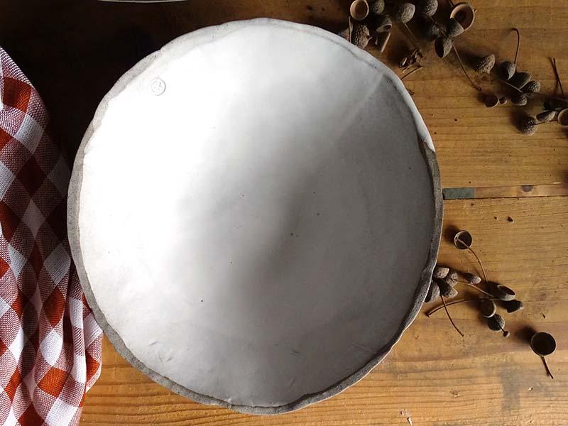 Srednja skleda siva z belo glazuro