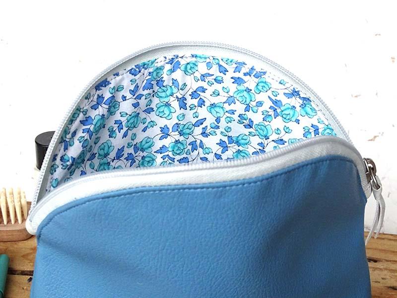 Usnjena toaletna torbica_modra