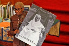 Kathryn Harris with photo of Harriet Tubman