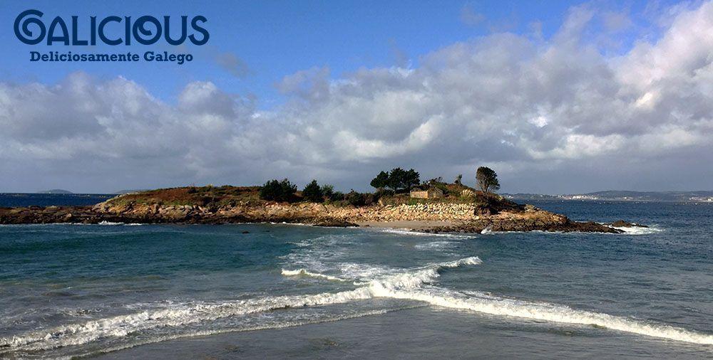 """Praia do Santo do Mar, Marin ( Foto de """"100 cosas imprescindibles que hacer en Galicia"""" ) By Galicious"""