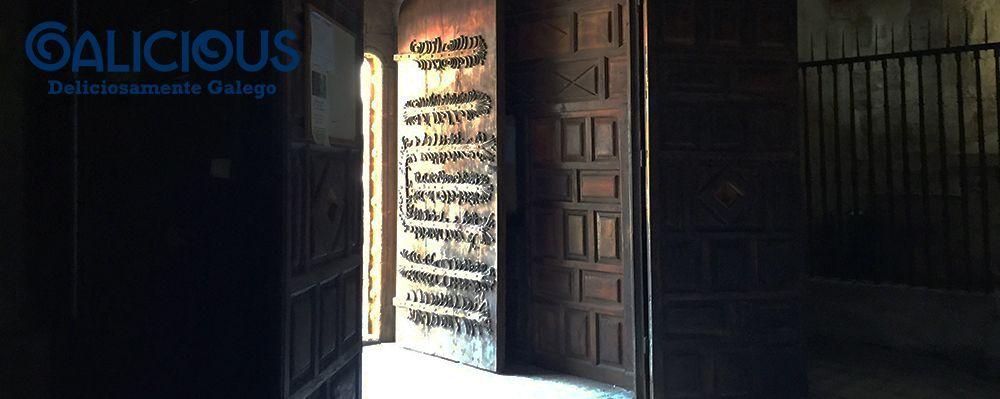 Puerta del Monasterio de Santa Maria de Meira ( Lugo ) Foto de Galicious