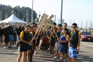 Welcoming back the racers at Treasure Island 2006