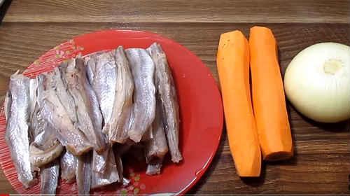 Putassu med løg og gulerødder