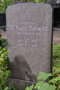 """הקבר של ד""""ר הוגו הורביץ, אבי סבתי"""