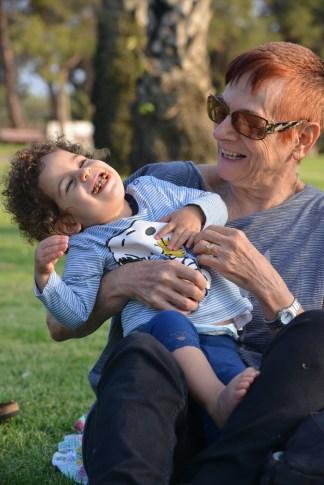 צחוקים עם סבתא אסתר