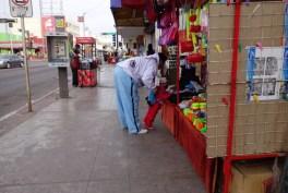 Sidewalk booths along Av. Serdan