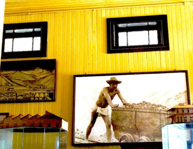 DSC09353 Boleo museum interior with man pushing cart