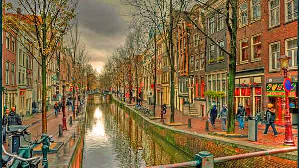 Amsterdam-Red-Light-District-600