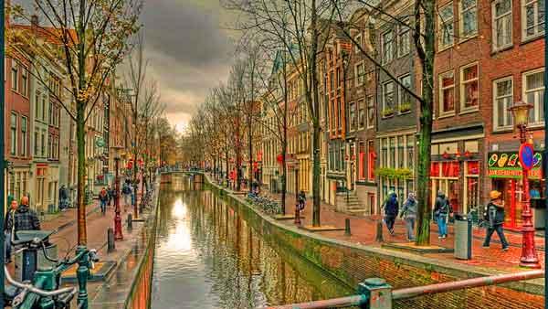 Amsterdam-Red-Light-District-600