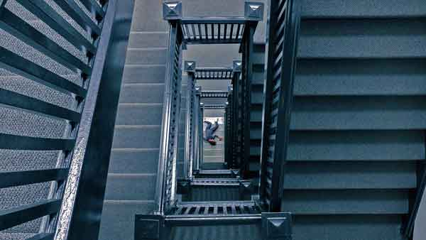 murder-attorney-staircase-600
