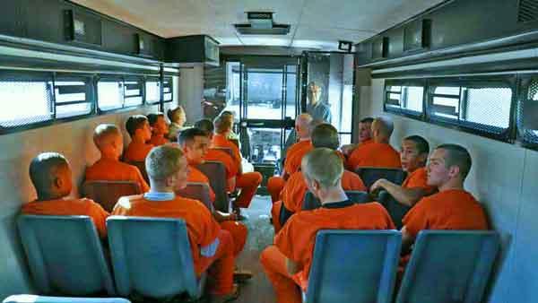 prisoners-bus-600