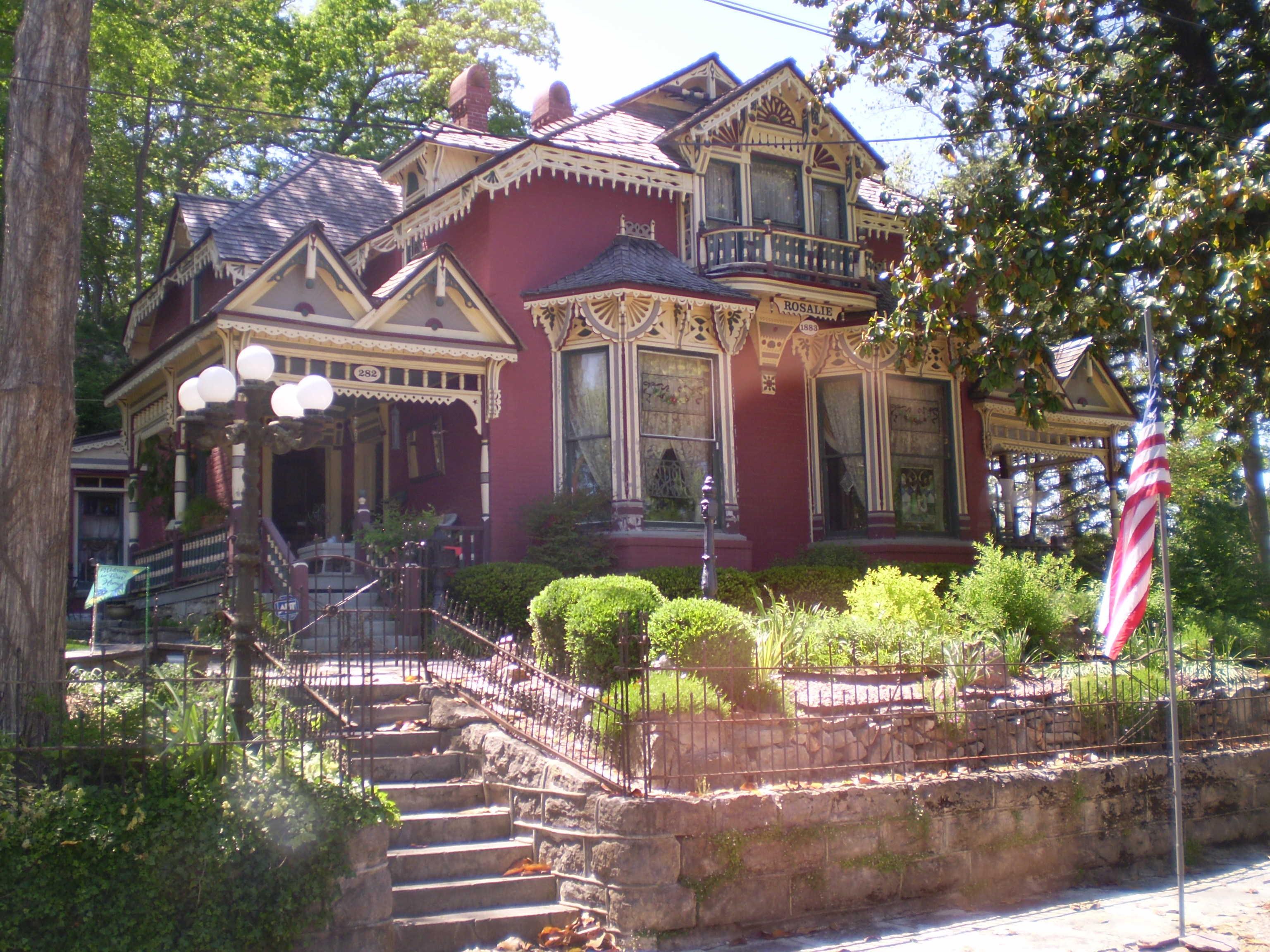 ct treehouses caves places lifestyles from trav to cottages travel sc cottage quirky stay story eureka chicago hotels springs odd tribune